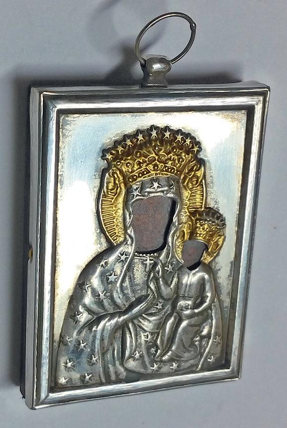 Polska ikona w srebrnej koszulce na pamiątkę