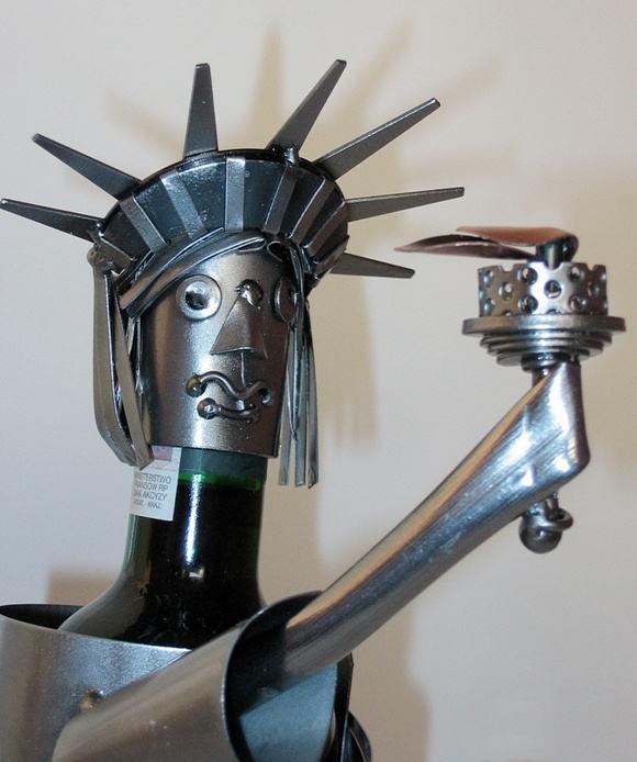 Figurka stojak na wino pomnik statua wolności