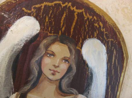 Aniolek malowany na desce